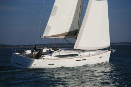 Sailboat Jeanneau SO 439